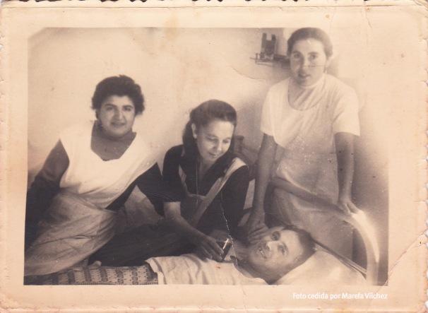 MÉDICOS. María Isabel y José Vílchez el Caballito en el Hospital de Ronda.