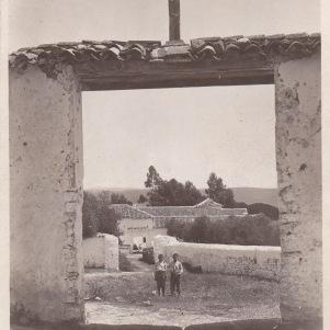 """El portal ya desaparecido del Tejarejo. Año 1941. Foto cedida por Manuel Guerra. Más información en """"Setenil Rural"""" http://goo.gl/PG35uX"""