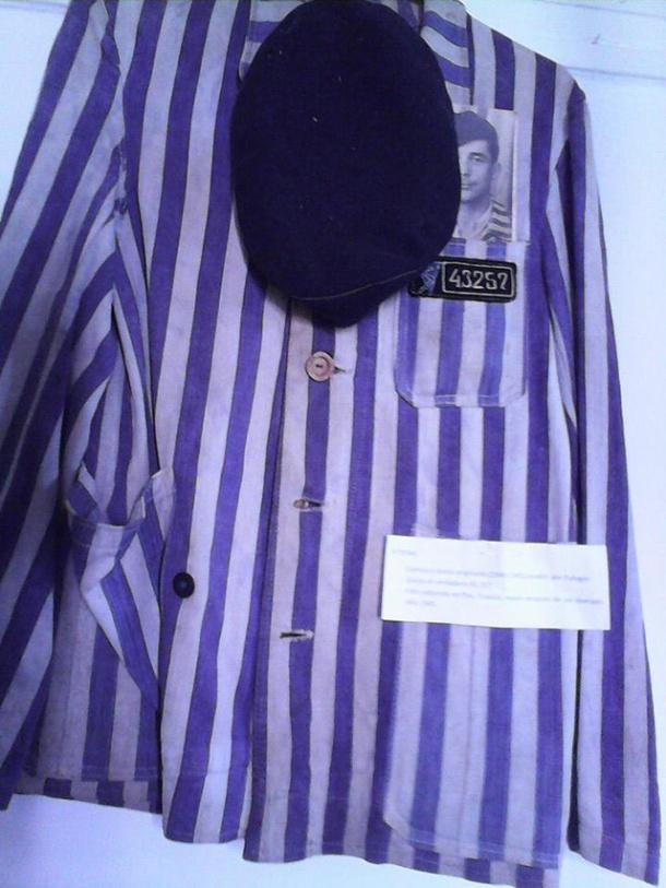 La chaqueta de Eulogio Garijo, el preso nº 43.257, en el campo de Mauthausen. La conservó toda su vida.