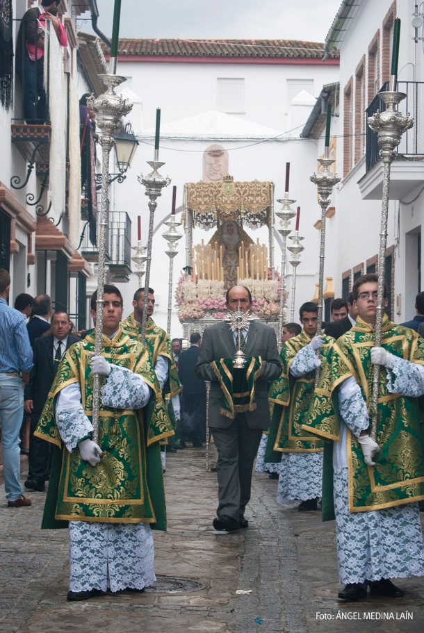 Solemnidad en la salida de la procesión. Foto. ÁNGEL MEDINA LAÍN