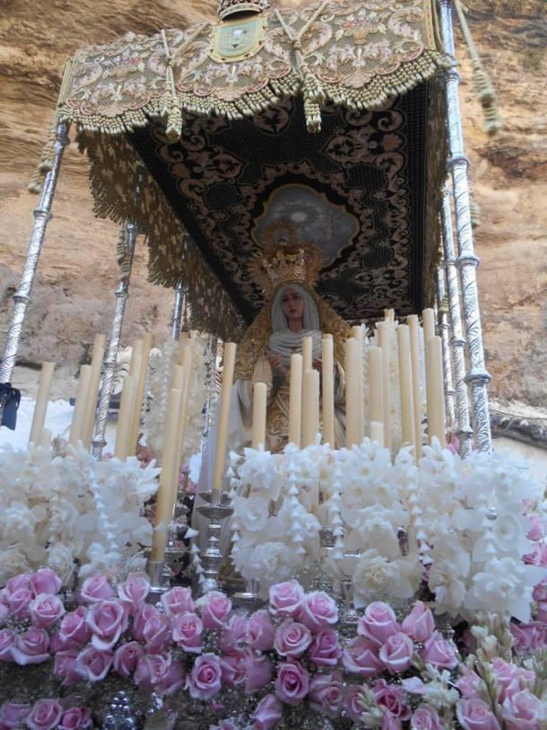 La Virgen de los Dolores, en el giro de la Cantería y las Cuevas de la Sombra, ese monumento natural único. Foto: JUAN SÁNCHEZ