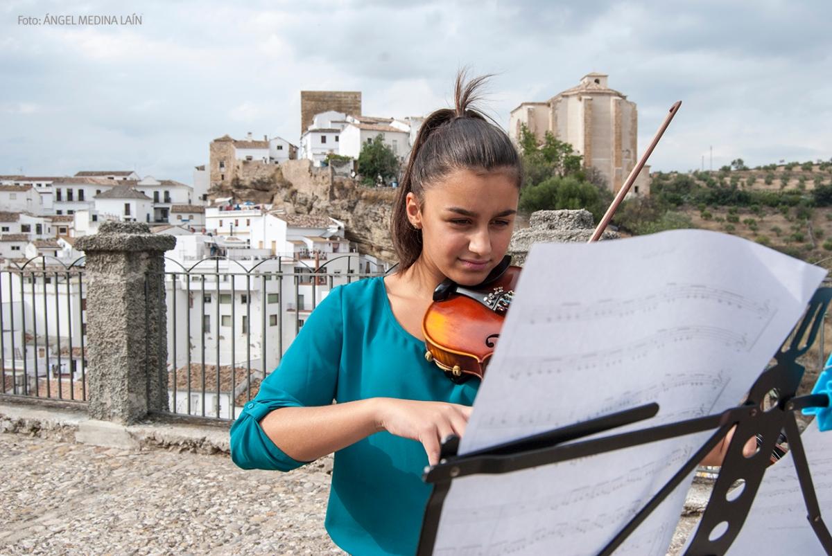 Elena Molinillo al violín.