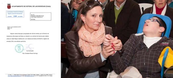 Rosario Ordóñez, con su hijo Miguel. A la izquierda, la comunicación oficial del Ayuntamiento de Setenil en la que se le deniega la instalación de un elevador en su vivienda.