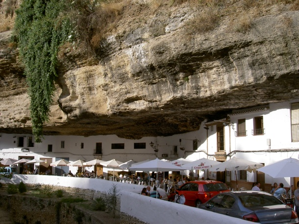 La imagen de Las Cabrerizas contrasta con la animación de Las Cuevas del Sol.