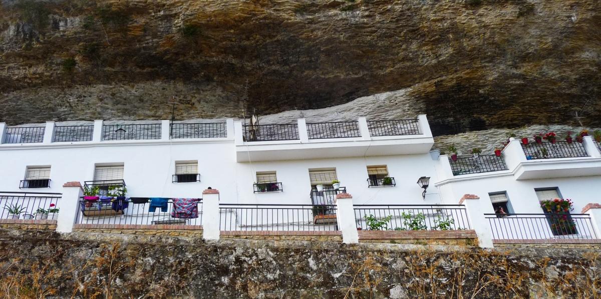Las Calañas, una de las muchas calles de casas-cueva de Setenil.