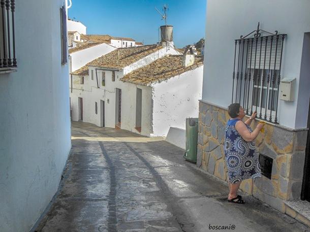 La calle Vilches, uno de los miradores más sorpredentes y desconocidos de Setenil. Foto: BOSCANIA. Más fotos en este enlace http://bit.ly/2fL6ODG