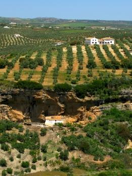Peñacaía, incrustada en la meseta. Foto: CAMPESE. Más imágenes en http://goo.gl/aWPRCR