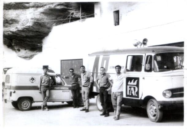 Furgonetas de carga y descarga en las Cuevas del Sol. Imagen cedida por Rafael Vargas Villalón.