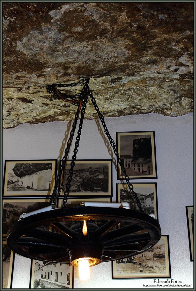 Un detalle de la lámpara del Bar La Tasca. 28 de Febrero de 2013. Foto: EDECA FOTOS