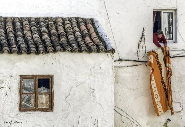 Paca Calvente, tendiendo la ropa. Febrero de 2012. Foto: LUI G. MARÍN. Más fotos suyas en http://goo.gl/QNj4Gq