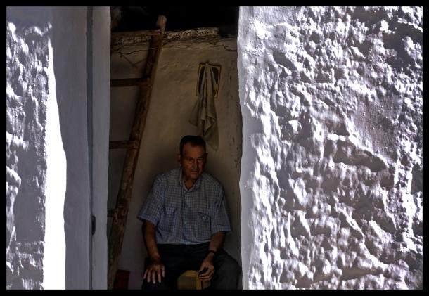 En la imagen vemos a José Vargas Jurado en su casita de Las Cabrerizas, en una maravillosa instantánea de julio de 2009. Foto: JORGE LIZANA. Más imágenes suyas en este enlace http://bit.ly/17ftjpR