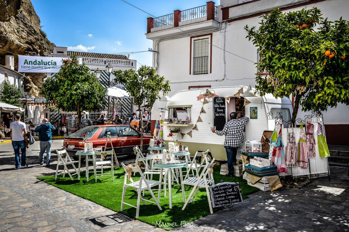 Animación en la plaza, con la instalación provisional de la Caravana. Foto: MANUEL FIJO. Más imágenes en en su web http://goo.gl/MjVRNv