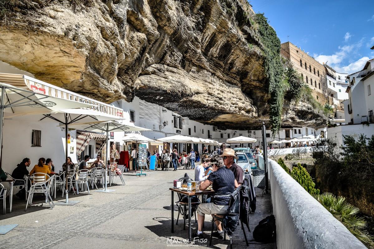 Alegría y vitalidad bajo la roca en las Cuevas del Sol. Foto: MANUEL FIJO. Más imágenes en en su web http://goo.gl/MjVRNv