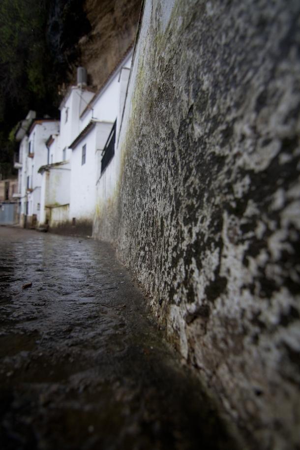 Detalle de Las Jabonerías en un día de lluvia. Imagen en contrapicado de la Calle Herrería. Foto: CÁDIZ MEDIA. http://www.cadizmediavideo.com/
