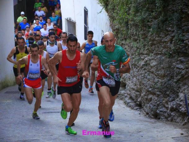 Los favoritos, tomando posiciones desde el inicio de la Carrera para enfrentarse a la temible Cantarería. Foto: ERMANUÉ