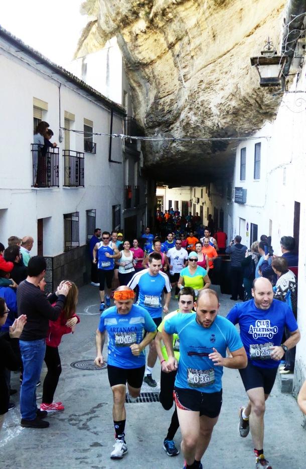 La Carrera, a su paso por las Cuevas de la Sombra. Foto. MARI LUQUE