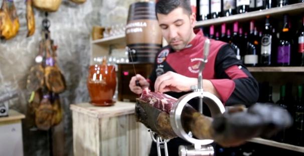Corte de jamón en La Casita.