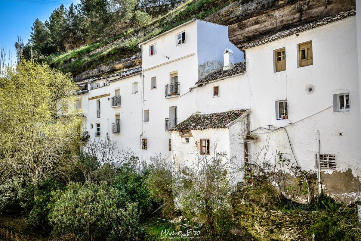 La carretera sobre la calle Cuevas de la Sombra. Foto: MANUEL FIJO. Más imágenes en en su web http://goo.gl/MjVRNv