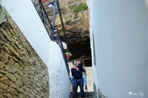 En las Cuevas de la Sombra, bajando al río. Foto: IRENE VÉLEZ.