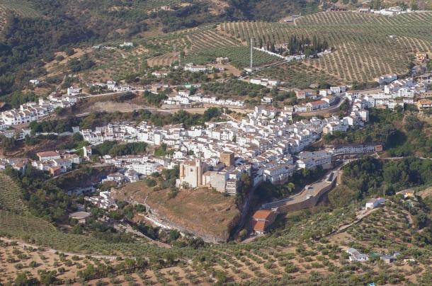 Imagen centrada en Los Cortinales, con el atropello de los pisos de la Villa perfectamente identificable. Foto: Diputación de Cádiz.