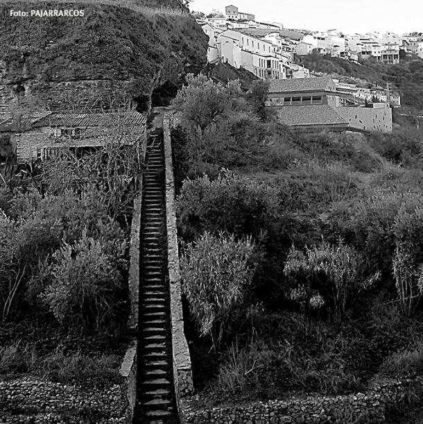 La maravillosa escalera que baja al río Guadalporcún desde Las Calcetas. Más fotos en este enlace http://goo.gl/KEBM1n Foto. PAJARRARCOS