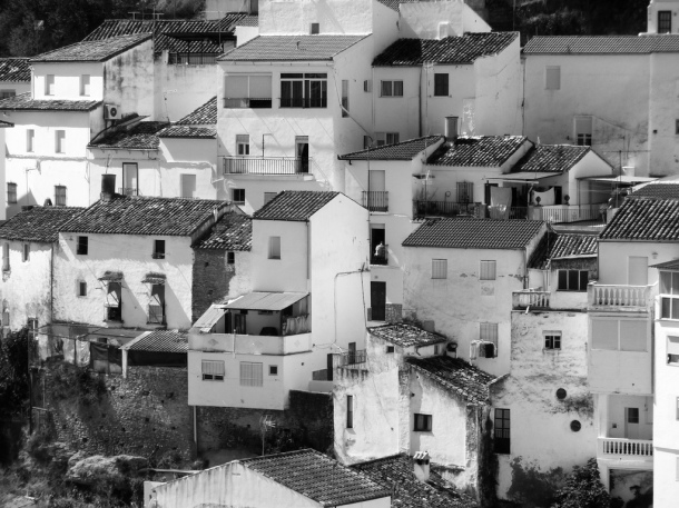 La calle Vilches, escondida tras la primera hilera de casas. Foto: PIERRE.