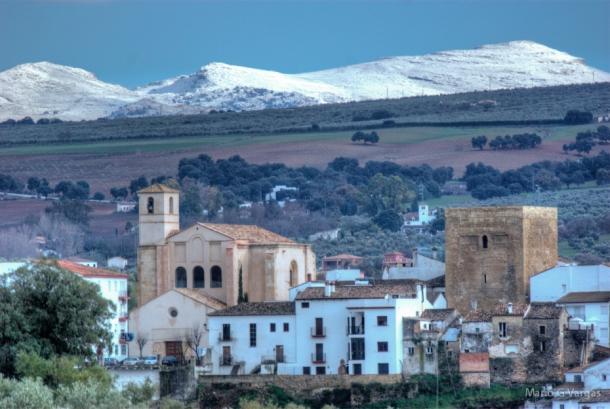 """Setenil, con la Sierra de las Nieves al fondo. Foto. MARIO GARCÍA VARGAS. Más imágenes en su blog """"Setenil: Una ventana a su alrededor"""" https://goo.gl/xFEIaj"""