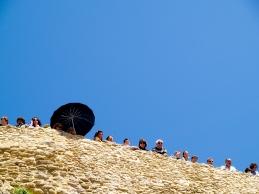 Turistas asomados en el Lizón. Foto: LAOTRAROUS. Ver más en en este enlace https://flic.kr/p/7RcrQN