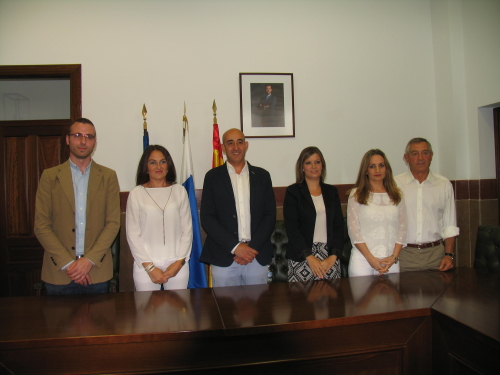 El nuevo equipo de Gobierno de Setenil. De izquierda a derecha, Daniel Camacho, Leonor Romero, Rafael Vargas, Ana Mari Fernández, Virginia Villalón y Alonso González.