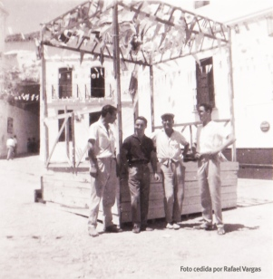 Preparativos de la Feria en la Plaza.