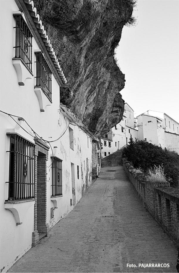 Detalle de la empinada calle-cueva de Las Calcetas. Más fotos en este enlace http://goo.gl/KEBM1n Foto. PAJARRARCOS