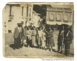 """La Plaza, en los años 20. Foto de la familia Pérez Domínguez, vinculados a los Valencia, que nos ha hecho llegar la historiadora Alejandra Macián. Más información en """"Setenil en los tiempos de Charlot"""" http://bit.ly/2keKcrt"""