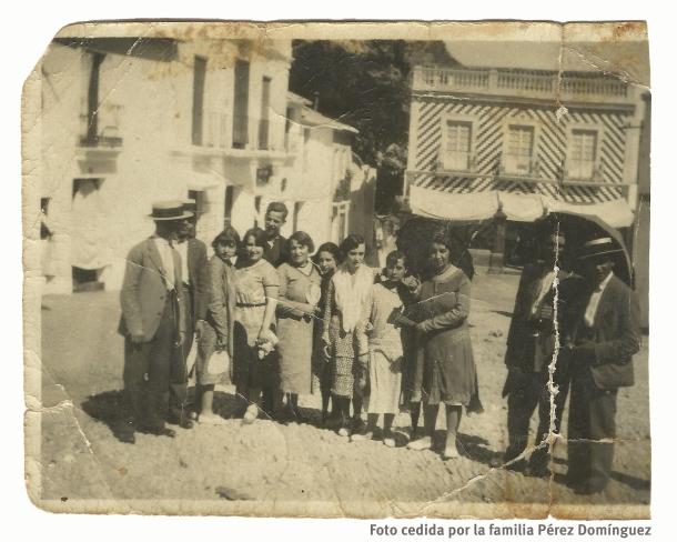 La Plaza, en los años 20. Foto de la familia Pérez Domínguez, vinculados a los Valencia, que nos ha hecho llegar la historiadora Alejandra Macián.