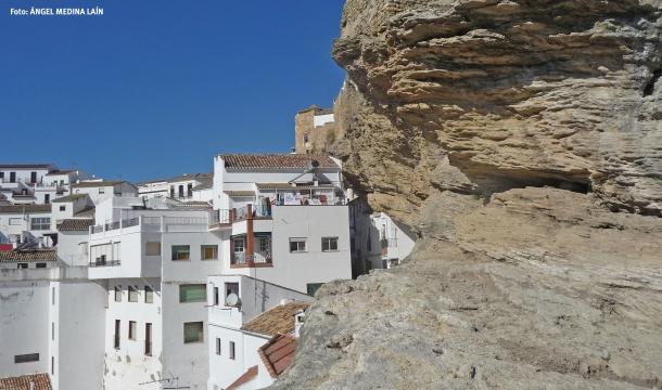 La Herrería, apenas vista desde el balcón de la peña que desliza también por la subterránea calle Mina. Foto: ÁNGEL MEDINA LAÍN.
