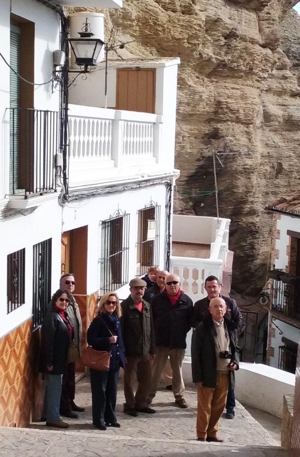 Manuel del Valle (en el centro, con cazadora verde) y su familia, durante su visita a Setenil el pasado 12 de diciembre de 2015.