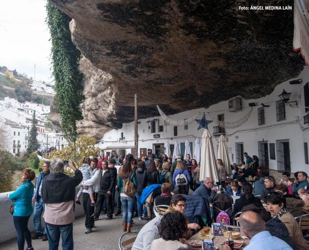 Las Cuevas del Sol, abarrotadas durante el Puente de la Constitución. Foto: ÁNGEL MEDINA LAÍN