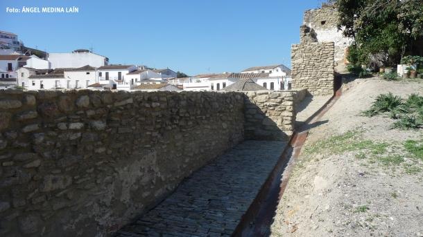 Más allá del Lizón continúa el perímetro de la muralla.