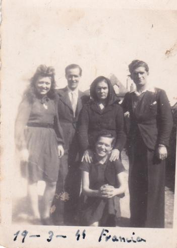 José Ramos González, junto a Tobalito y Maruja Andrades, exiliados en Pau, estuvieron en la Huída de Málaga. Foto cedida por MARÍA JOSÉ GARCÍA RAMOS.