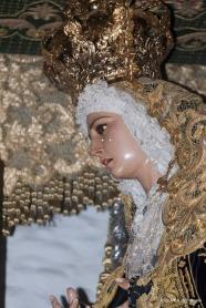 La Virgen de los Dolores es una talla del escultor sevillano Luis Alvarez Duarte, adquirida en 1986. En la Guerra Civil se destruyó su predecesora, una imagen del siglo XVIII de La Cerda. Procesiona el Jueves con el Amarrao a la Columna y el Viernes con el Santo Entierro. FOTO: ÁNGEL MEDINA LAÍN