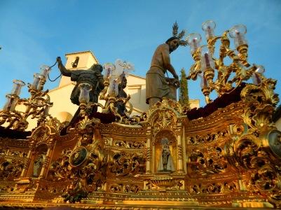 El Cristo Atado a la Columna sale de la Iglesia de la Encarnación, de la Villa, e inaugura los cortejos procesionales de la Semana Santa de Setenil.