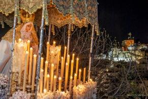"""La Virgen de los Dolores procesiona el Jueves y el Viernes Santo con el Amarrao a la Columna y el Santo Entierro. En la imagen, desciende la calle Cantarería. Es una talla de """"escuela sevillana"""" adquirida en 1986 al escultor Luis Álvarez Duarte. En la guerra se destruyó la talla de Vicente A. de la Cerda, de 1775. Foto: MARIO GARCÍA VARGAS."""