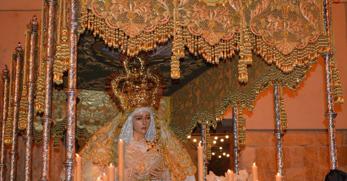 La Virgen de los Dolores, a la salida del templo. Foto: MARÍA GUZMÁN JIMÉNEZ.