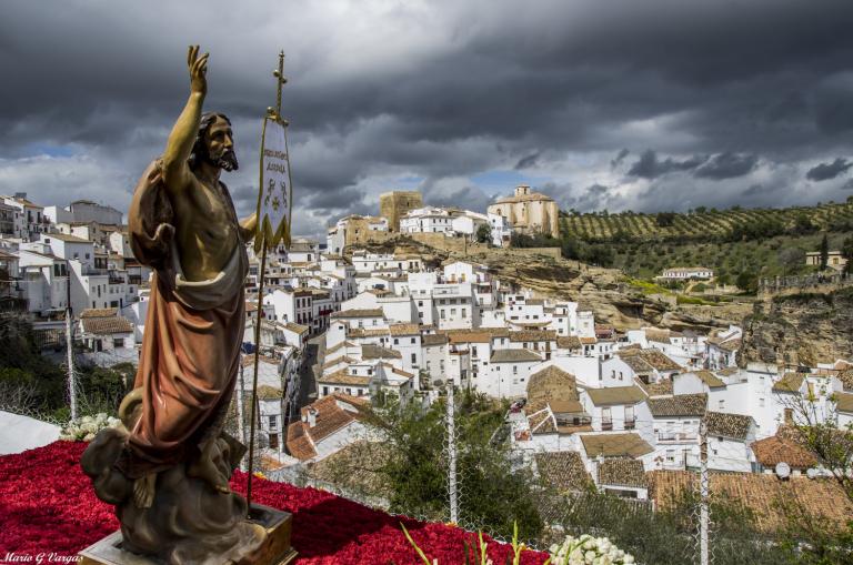 El Cristo resucitado por la calle Cantarería. Foto: MARIO GARCÍA VARGAS