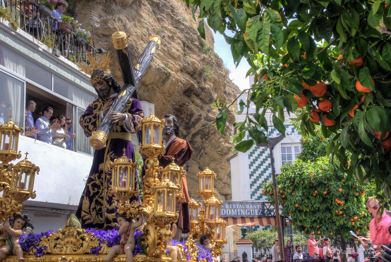 La llegada de Padre Jesús a la Plaza, bajo el tajo del Lizón, es todo un espectáculo. Foto: MARIO GARCÍA VARGAS