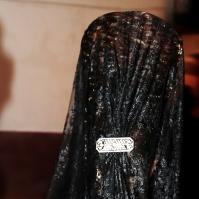 Las mantillas se estrenan el VIernes Santo, durante el Santo Entierro. Al final de la década de los '40 tambien salían el Jueves Santo, incorporando complementos como el guante blanco y el clavel rojo. Foto: RODOGO