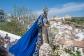 Preciosa imagen de la Virgen del Rosario con la Villa, su destino, al fondo. Luce especialmente el azul del manto en un día tan luminoso como el Domingo de Resurrección. Foto: MARIO GARCÍA VARGAS