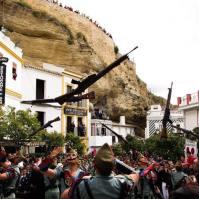 """El desfile de la Legión es muy aclamado por el público en la Plaza. El Lizón, un """"gallinero"""" de lujo. Foto: MARIO GARCÍA VARGAS."""