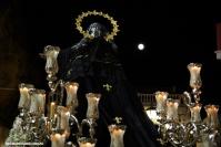 Preciosa imagen de La Soledad en La Plaza, con la única referencia de la noche. Foto: MARIO GARCÍA VARGAS