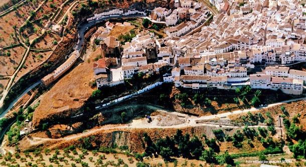 Vista aérea del casco urbano, con el detalle de 'La Marchá' antes de urbanizarse esta zona.