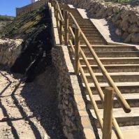 Bajada en dirección a Los Caños, en un camino precioso que te sumerge en la naturaleza sin salir del pueblo. La recuperación es una asignatura pendiente. Foto: ÁNGEL MEDINA LAÍN.